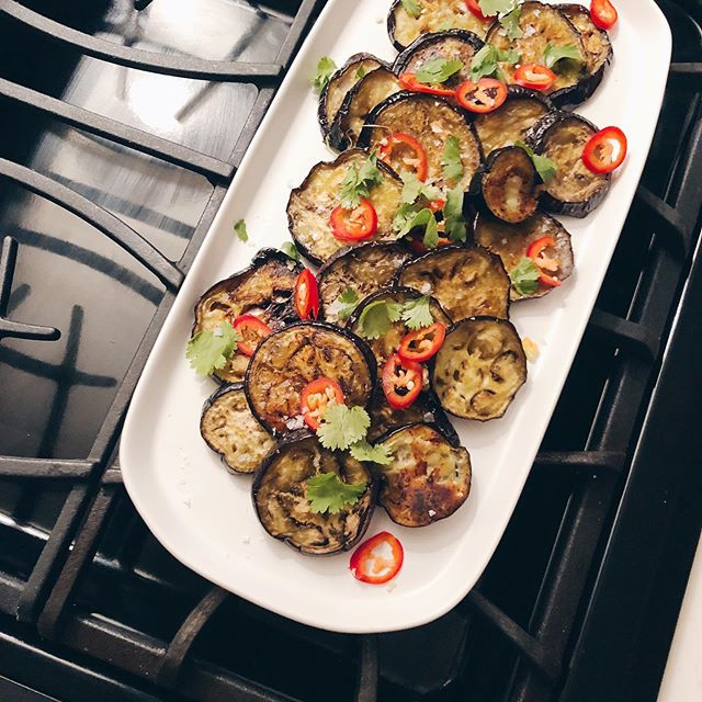 Eggplant — but make it spicy 💃🏼 My favorite summer side dish only takes 3 steps & it's so good. Find the full recipe on #CuratedbyJamie (link in bio).