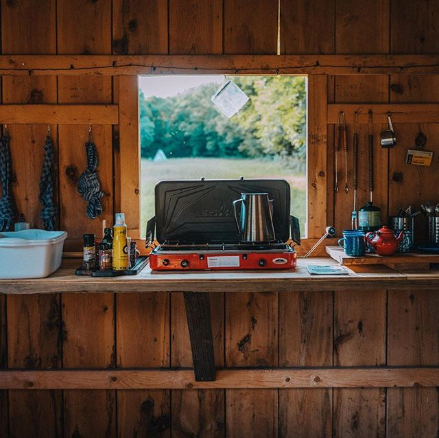 CAMPO TOUR (2/3) • 🗣 Calling all camp recipe recommendations! Campo's Snack Shack is a one-stop-shop for all your camp cooking dreams 🔥. Our outdoor shack is stocked with a camp stove, camp spices, dishware, utensils, charcoal grill, fire pit grill, and dishwashing station. wave goodbye to your tiny NYC kitchen 👋 • PC @just_passinthrough • • #campcooking #camping #campinglife #campinghacks #campongfood #hikingadventures #escapebrooklyn #updtatebewyork #naturephotography #northeastcoast #eastcoastcreatives #iloveny #campkitchen #openfire #grillOMG #grillmaster #visitcatskills #catskillsphotography #catskills #visitupstateny #naturalnewyork #beanoutsider #optoutside #bewhereyoubelong #nature #coleman #campgear #gearhead #cateredbykris