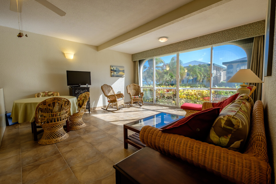 Located minutes away from downtown San Pedro, this condo is in proximity to many restaurants and stores.