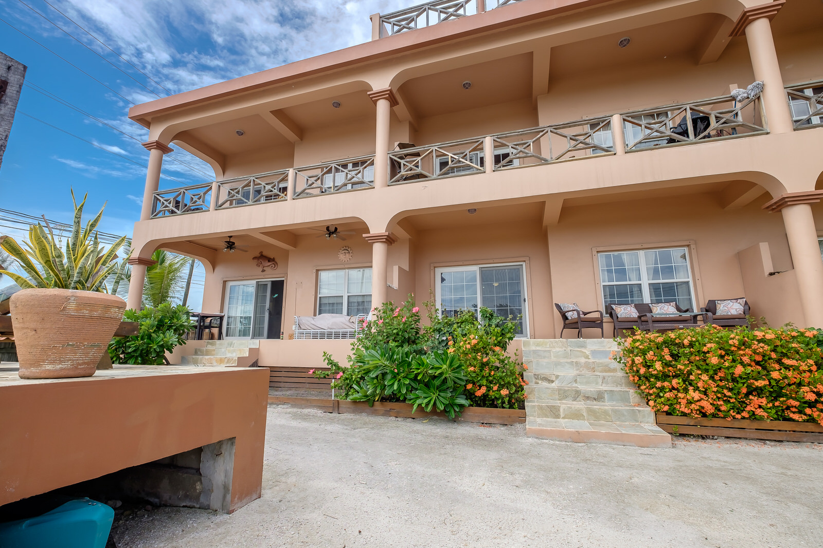 Located just north of the bridge, this condo is only minutes away from downtown San Pedro.