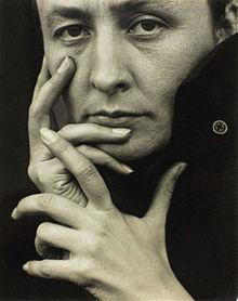 220px-O'Keeffe-(hands).jpg