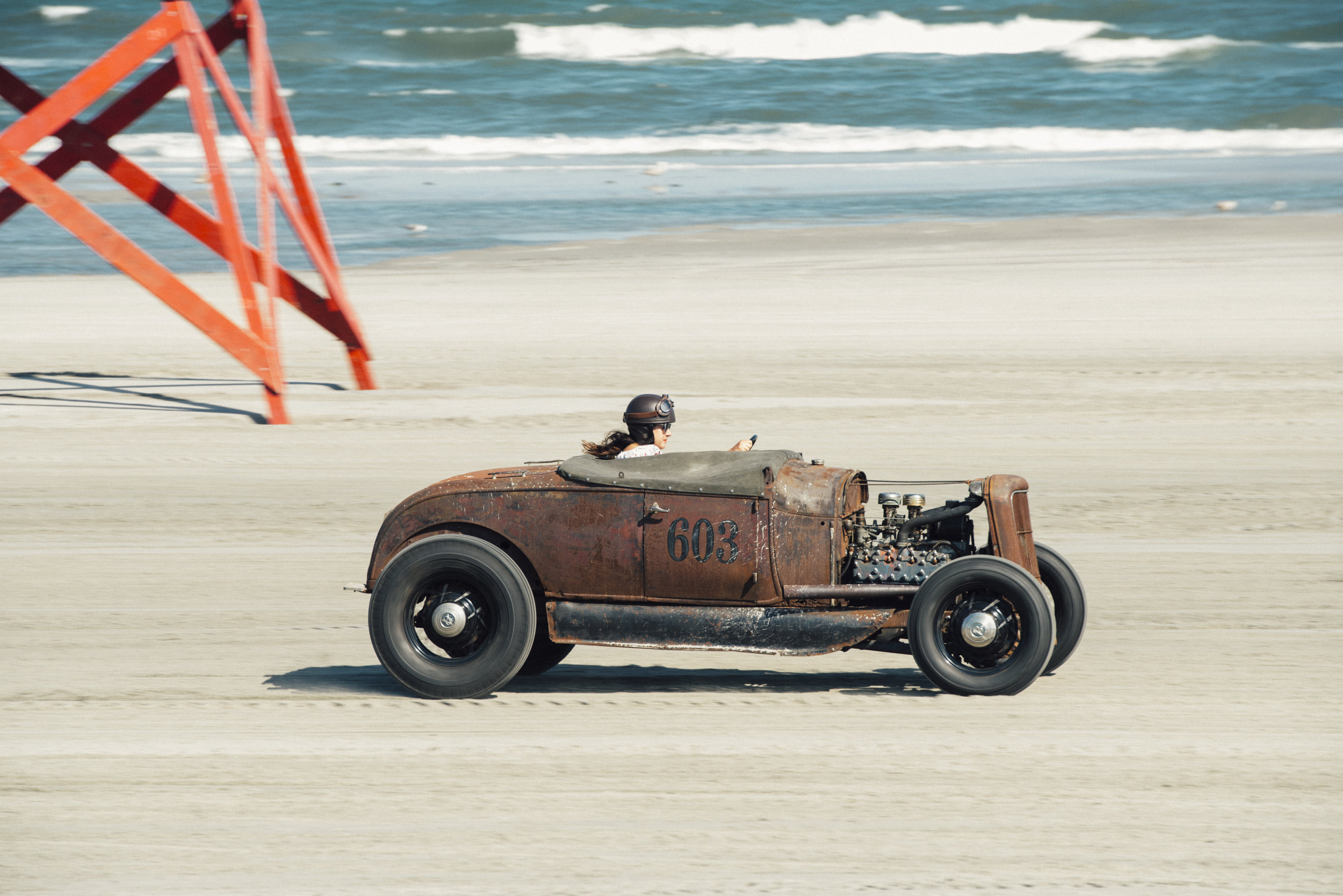 Lisa English ripping down the beach in her V8 #603.