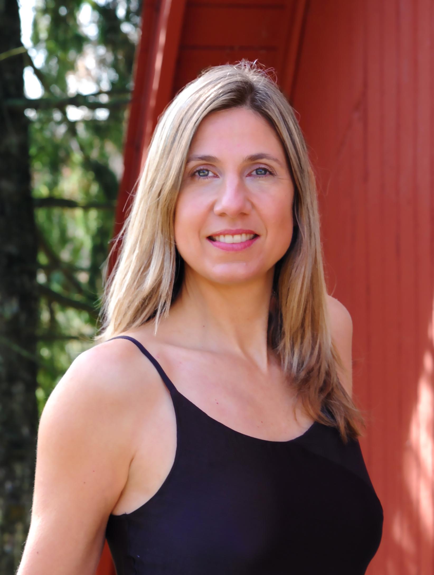 Suzanne headshot2.jpg