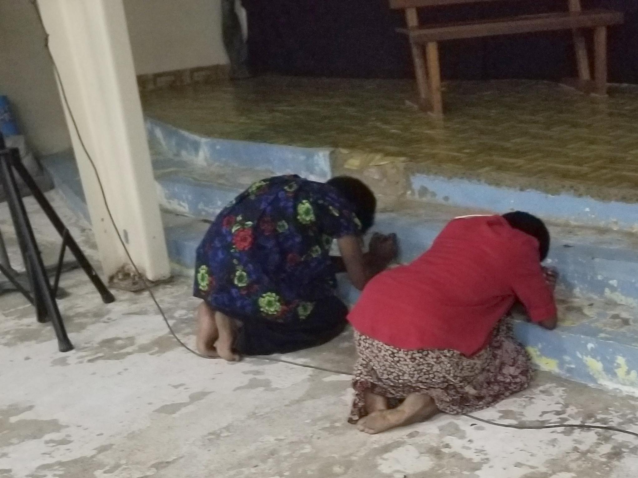 Students praying2.jpg