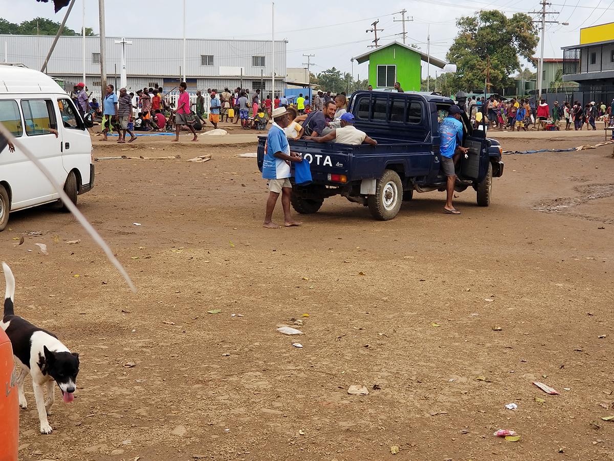 Daru market.jpg