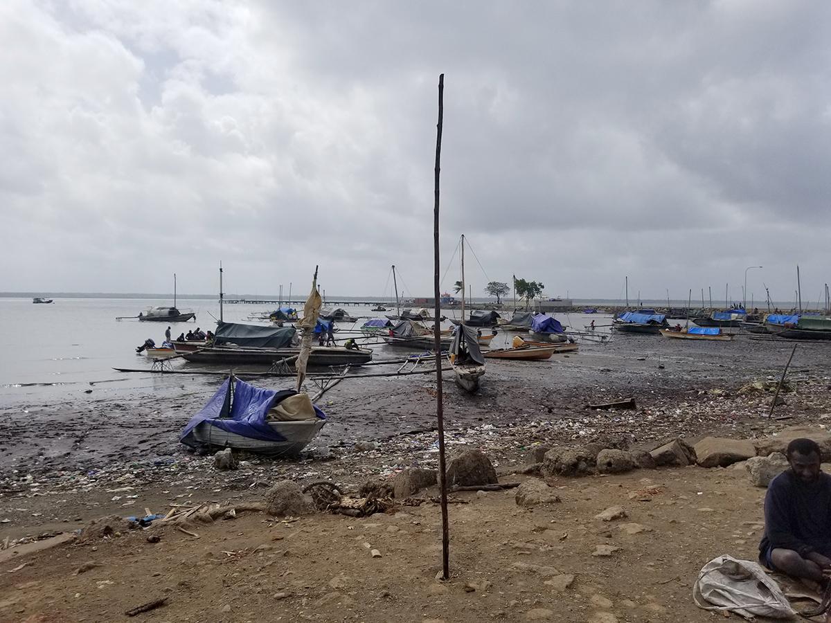 Daru shore boats4.jpg
