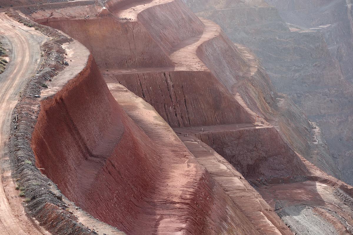 gold mine pit1.jpg