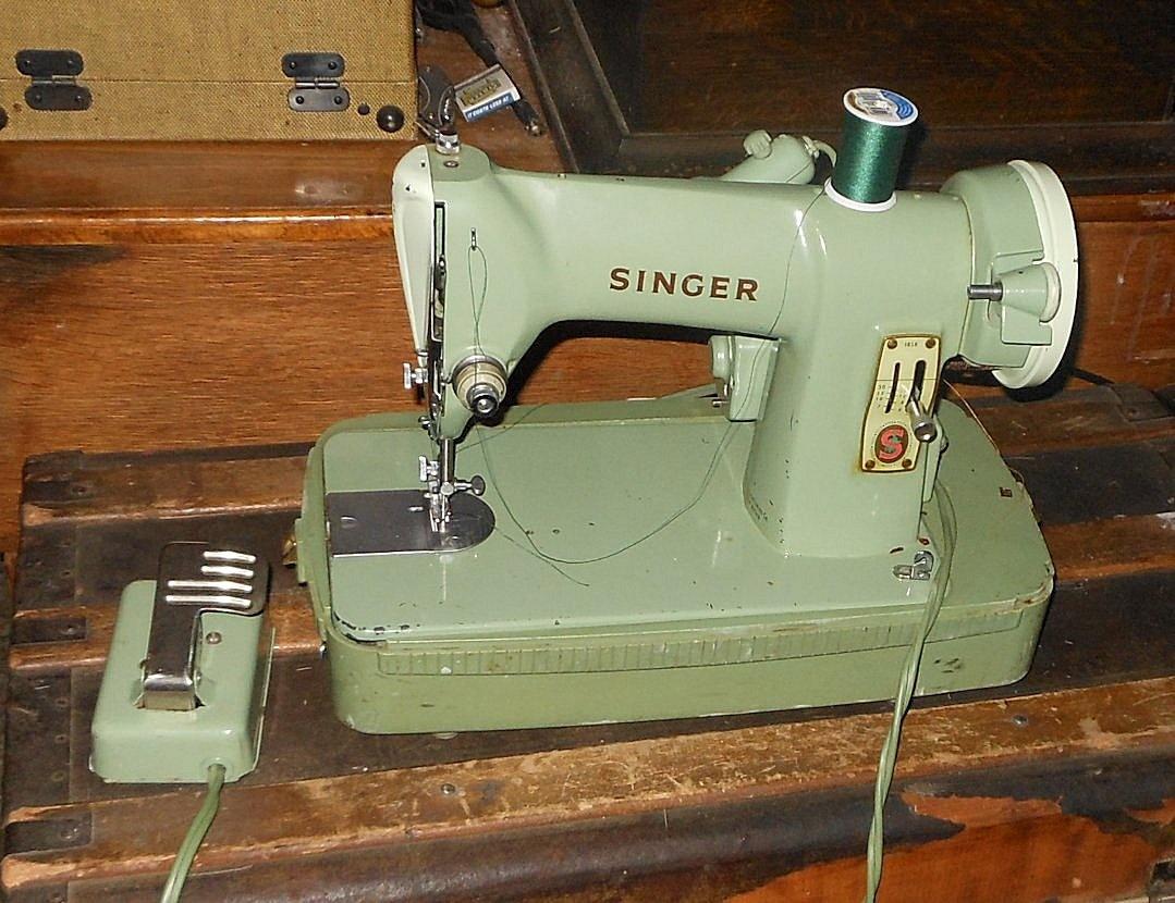 Singer Sewing Machine.jpg