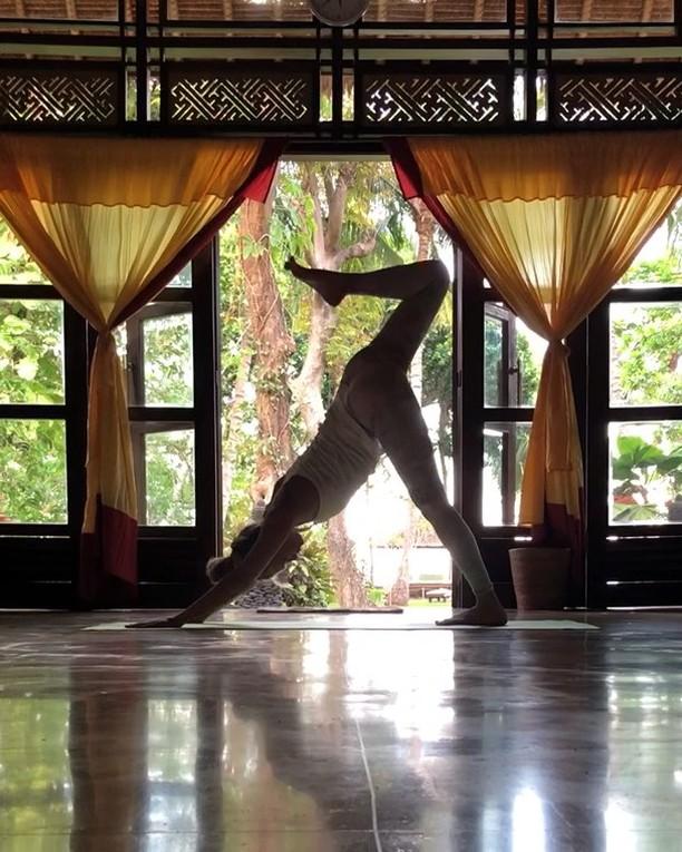 Vinyasa yoga practice in Bali 💚☀️🌅 . . . #yulia_yoga #baliyoga #yogabali #йоганаморе #йогапрактика #йоганабали #vinyasaflow #yogateachersnz #flexible_people #vinyasayoga #yogaposes #yogapractice #travelyoga #travelyogini #yogafun #balitrip #yogajourney #nzyoga #russianyoga #yogateacherlife #yogasequence #бали🌴