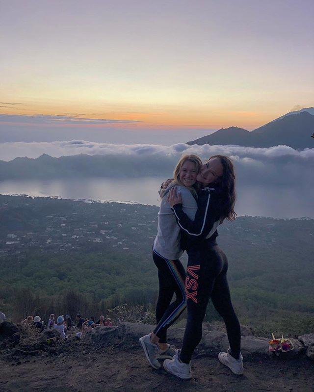 Over 12 years... sharing the best moments in our lives 👯♀️ my Bebe @zaharova_yana42 . Юля и Яна. Йог и качок. Вода и огонь. Белое и чёрное. Спокойствие и энергия. Инь и Янь. Мы полные противоложности, но тем не менее мы дружим очень много лет. Как СпанчБоб и Патрик, как Тимон и Пумба. 😅👯♀️💃🏼💃🏼 . . #friendship #balivacation #travelholic #togetherforever #traveltogether #travelmate #bali🌴 #girlfriends #дружбаесть💯