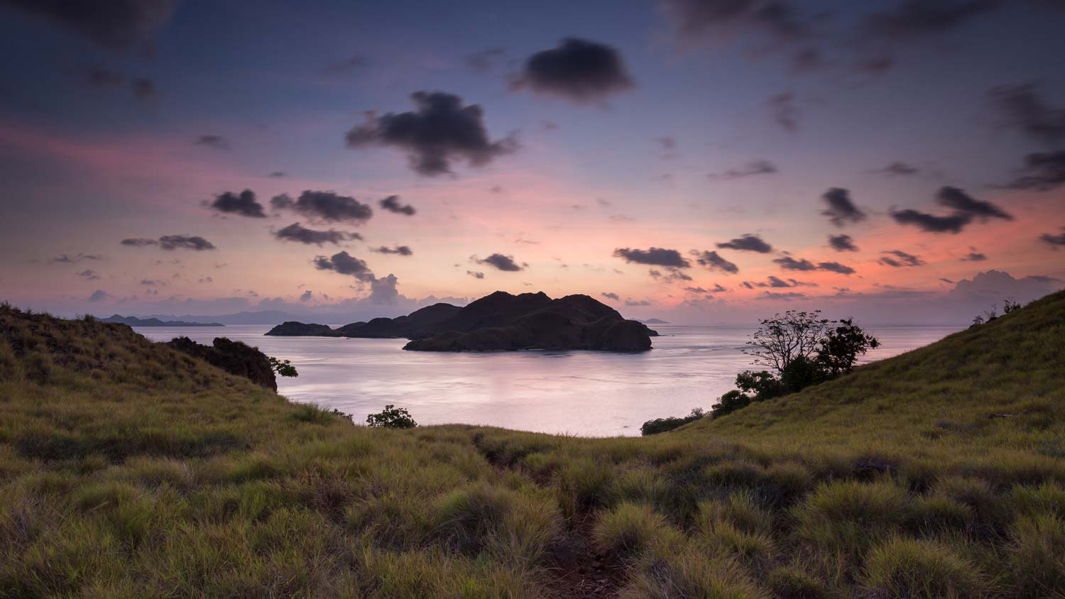 Sunset-at-komodo-national-park.jpg