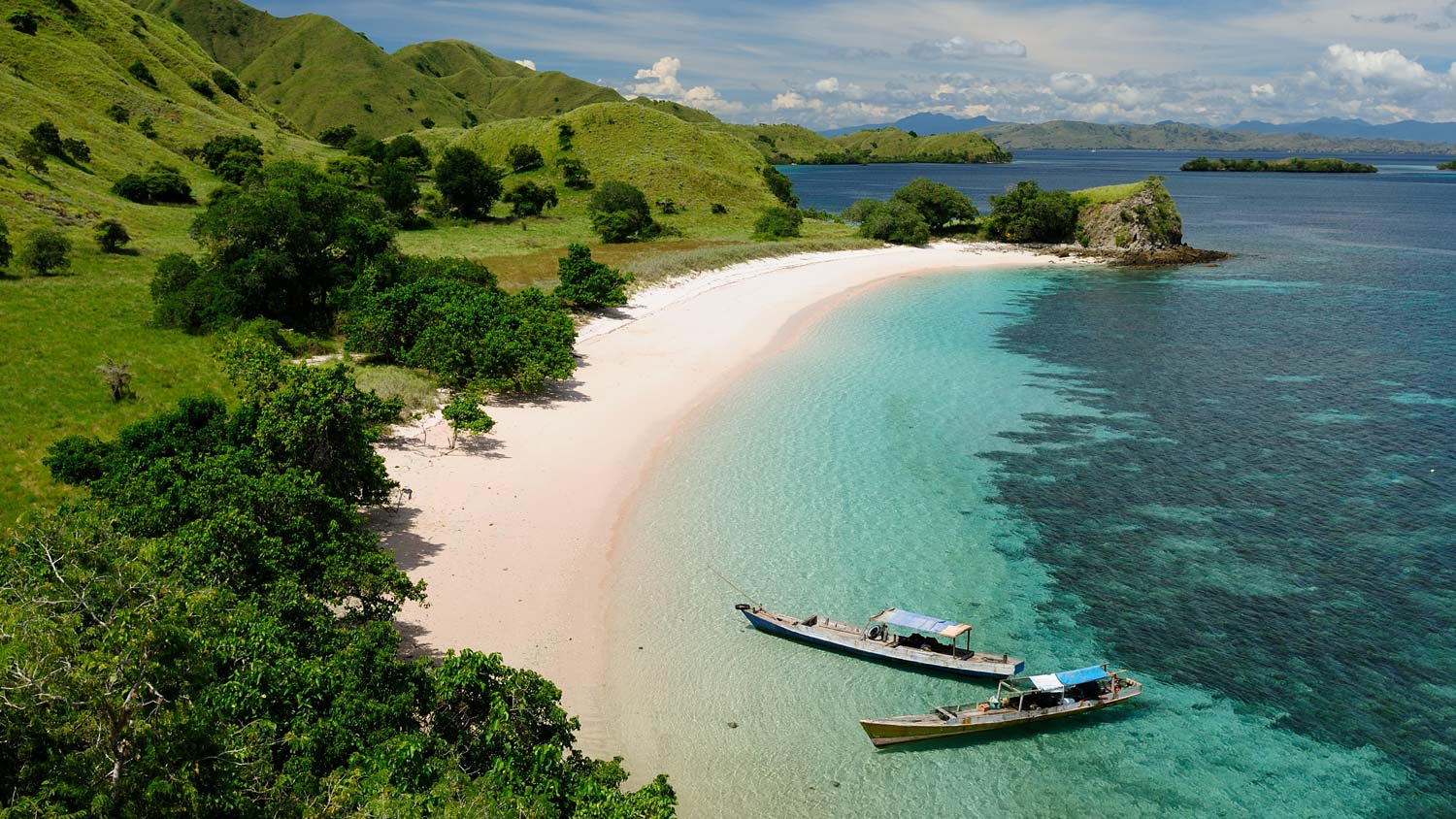 Komodo-National-Park-beach.jpg