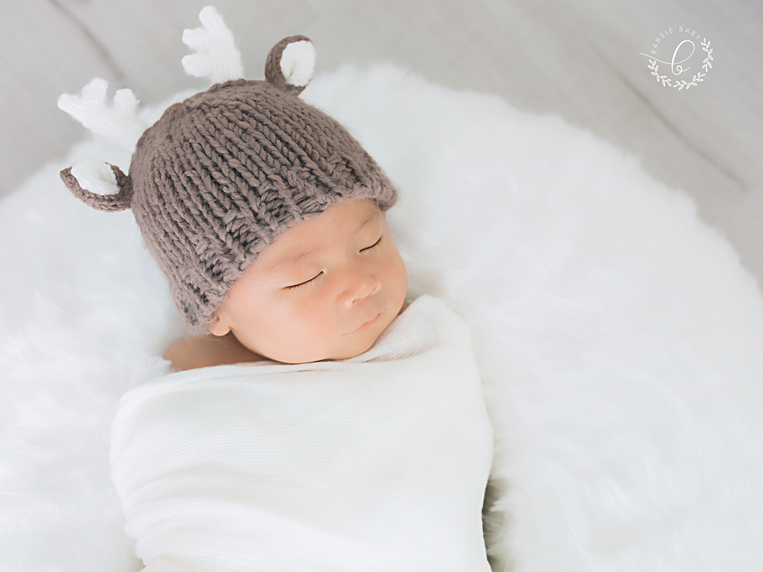 Babsie-Baby-Photography-San-Diego-Newborn-Photographer-15-day-old-korean-baby-boy-Ian-deer-hat.png