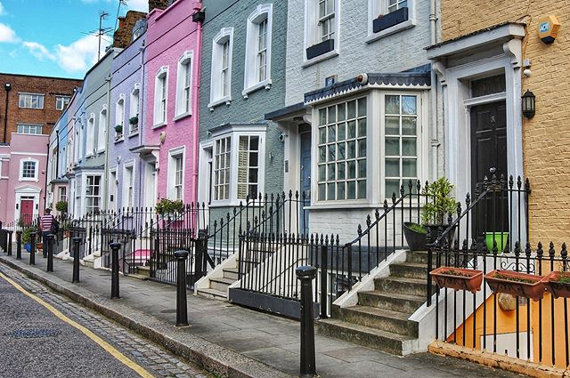 ***formerly @roamingthenortheast*** _ The colorful pastel streets of Chelsea make a great base for exploring London from within Zone 1. _ Where Richmond is ideal for a longer stay, this neighborhood along the Thames makes a great base for a shorter stay in the Capital. _ Check out our guide to London (🔗 in profile) to make the most of your time in the city so you can also get out and explore the surrounding countryside on your English adventures.