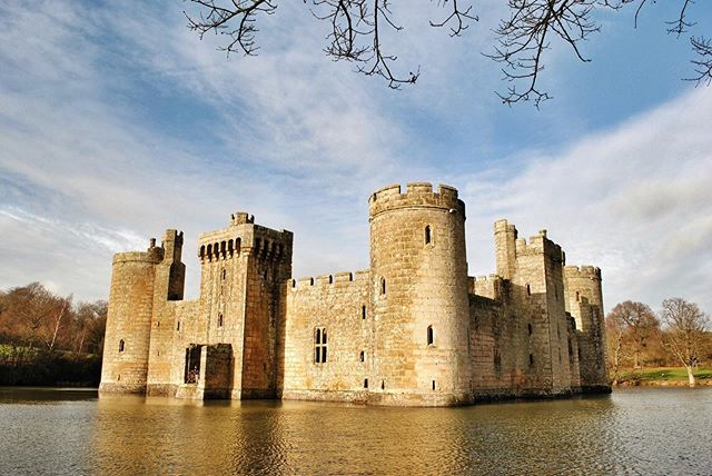 As much as we love London, it's time to move on to the countryside.  As there's almost nothing our family of 5 enjoys as much as a castle, we've put together a list of our 10 favorite castles in England (check out the 🔗in profile). _ The picture-perfect Bodiam Castle comes in at #2, and we enjoyed our opportunity to explore this partially restored site a few years back.  See what else made our list.