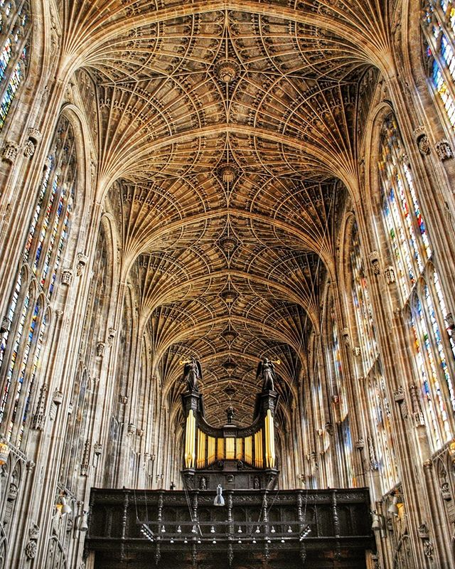 The glorious fan vault (the world's largest) at Kings College Chapel in Cambridge makes a great stop on a day trip to Cambridge. _ While many of our favorite day trips from London (🔗 in profile) are pretty ambitious, Cambridge is easy to reach by train or car and makes a great place to spend an afternoon.
