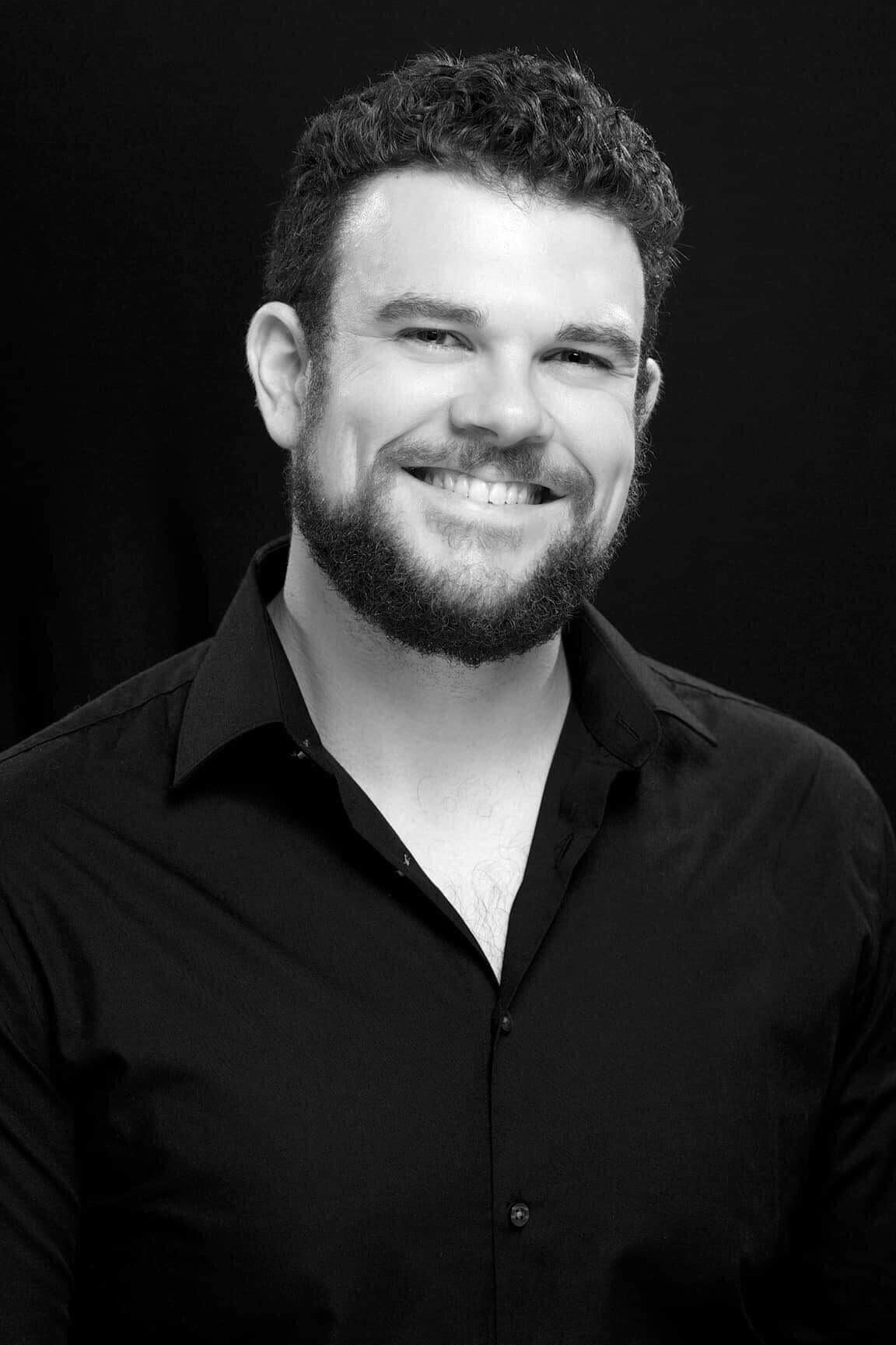 Dan Gibbs  Piano, Advanced Voice, Guitar, Canter