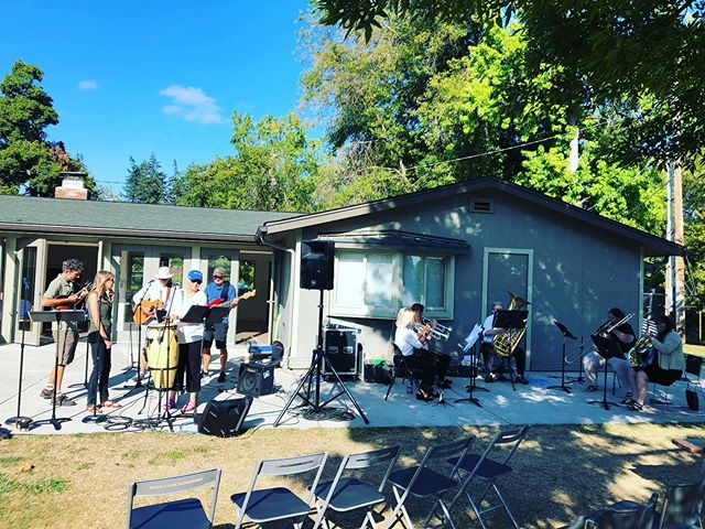 Our musicians are getting warmed up! All are welcome at Washington Park at 10am for First United Methodist Church, Eugene Oregon worship! #worship #sundayfunday #rethinkchurch #umc #reconciling #allarewelcome #allmeansall