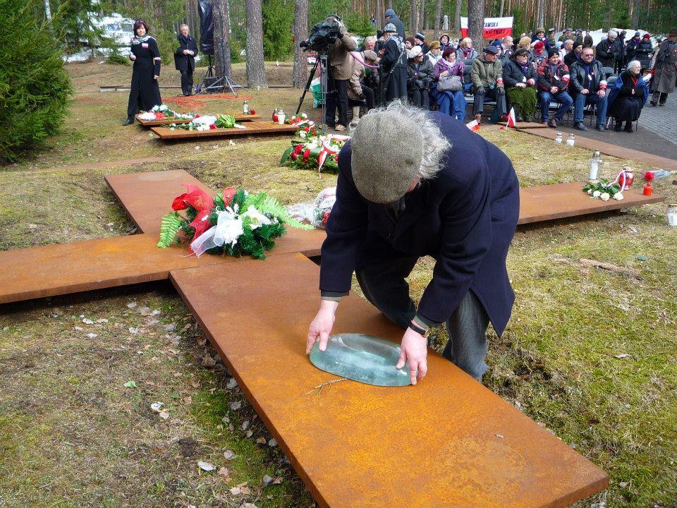 """Pierwszy etap akcji pt. """"Pielgrzymująca łza katyńska"""" Katyń, 10.04.2011 fot. Sławomir Frątczak"""