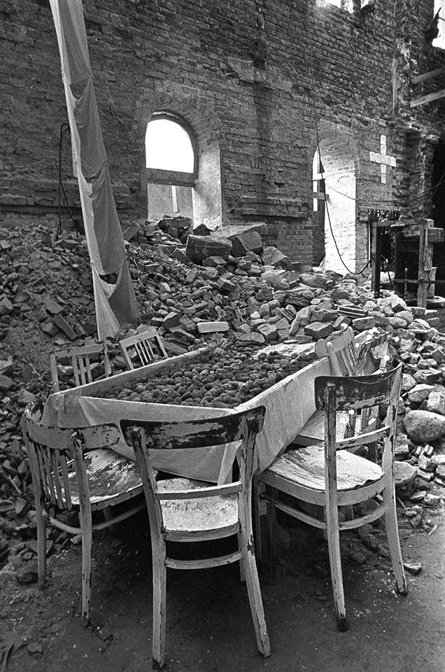 """""""Ostatnia Wieczerza"""" Warszawa, 1983 Foto. Erazm Ciołek"""