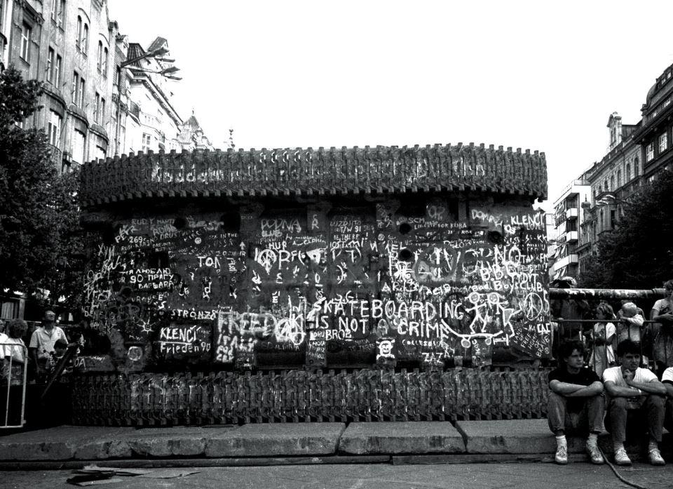 """""""Wańka wstańka"""" Czechy, Praga, 1990 fot. Anna Beata Bohdziewicz"""