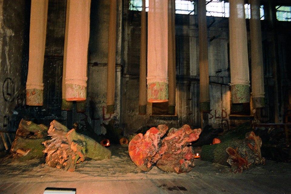 """""""Źródło"""" Warszawa, 1993 fot. Brian Williamson"""