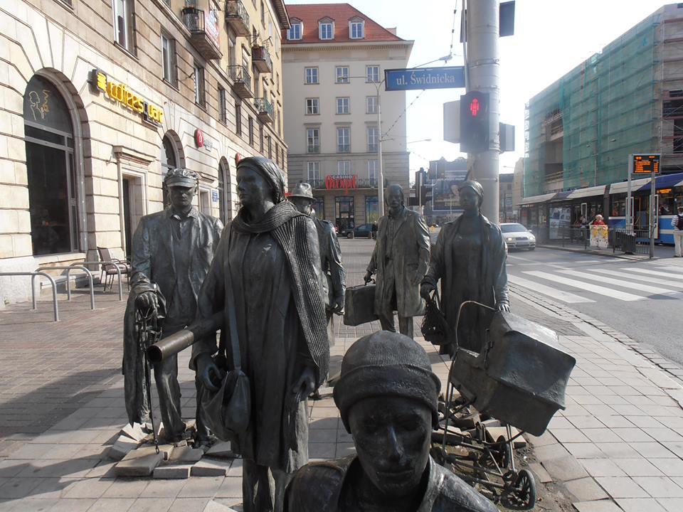 Pomnik anonimowego przechodnia Wrocław, 2005 fot. J. Kalina