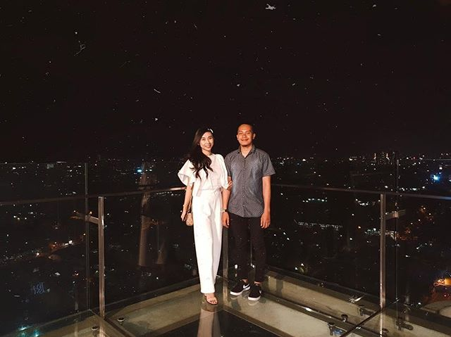 Dinner with a view is everything. Bandung always looks enchanting from way above here!  Thank you @jihannabilaputri for sharing with us.  #TheTransLuxuryHotel #TransLuxuryExperience  #the18th #the18threstaurantandlounge #the18th_tlh