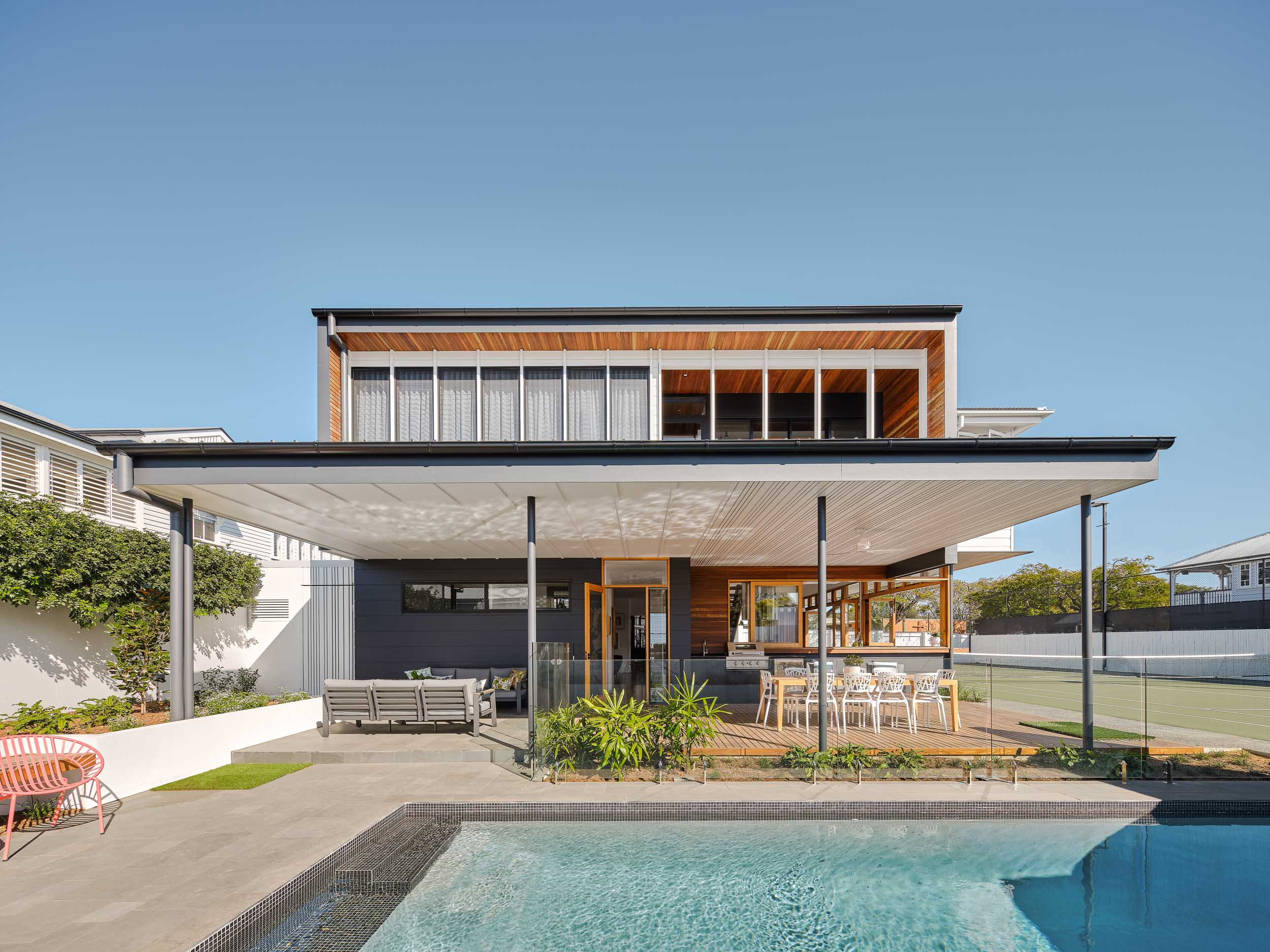The pool and bbq area is directly connected to the kitchen but creates also an intimate private urban oasis