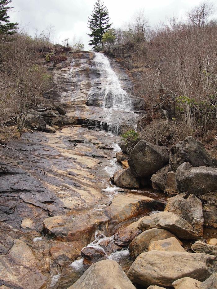 在瀑布瀑布瀑布的瀑布上