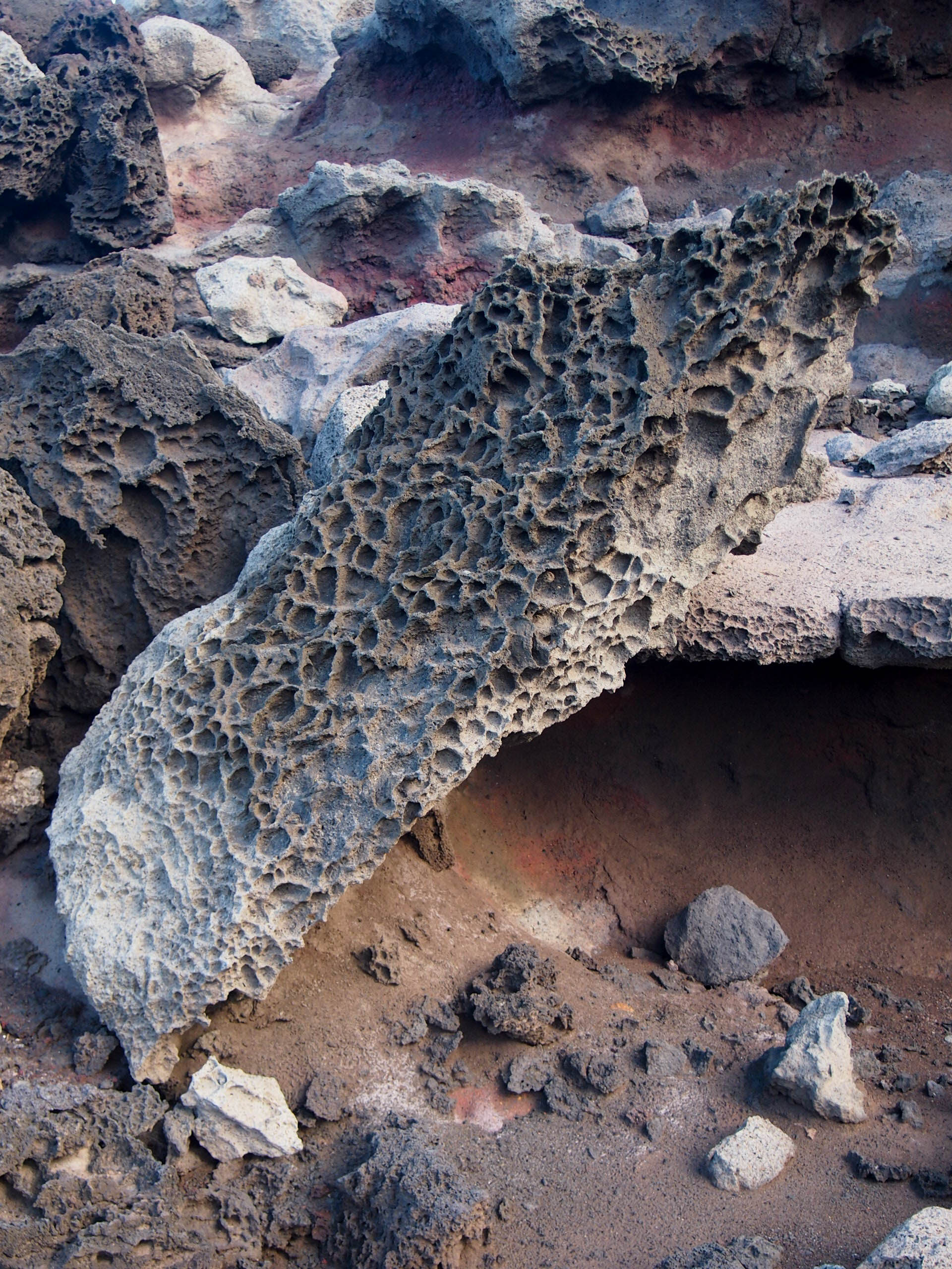 Volcanic rock by the Olivine Pools