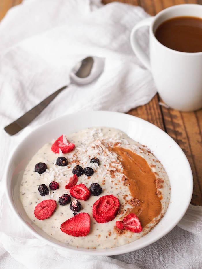 The creamiest vanilla chia smoothie bowl!