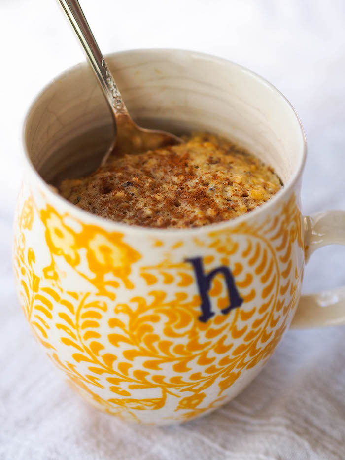 Easy Microwave Oatmeal Muffin in a Mug for Breakfast