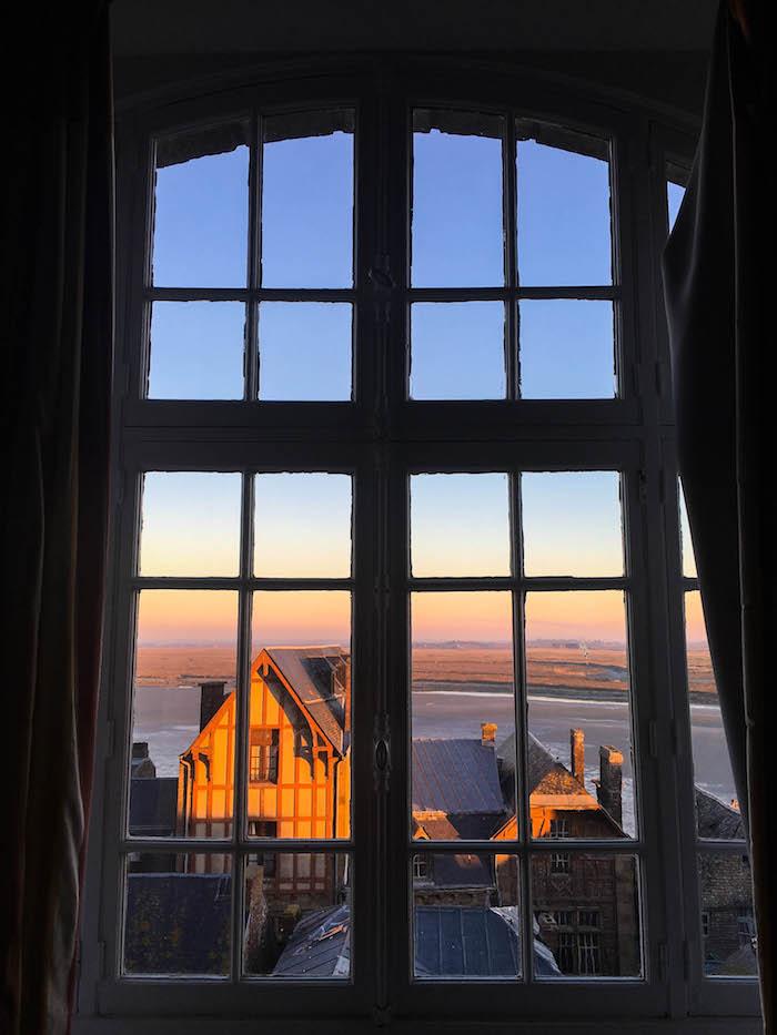 我们酒店的房间里的景色。不太高!