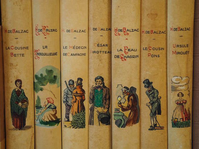 在中世纪书店里的一座城市里