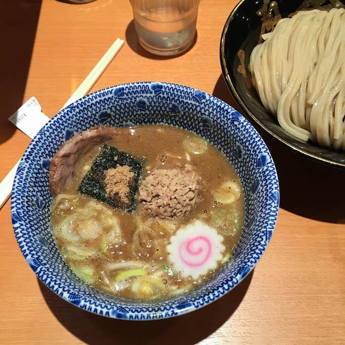 典型的———————————那些人喜欢的。我在一碗衬衫上,吃了个小碗,很开心。这条鱼是个美味的食物。