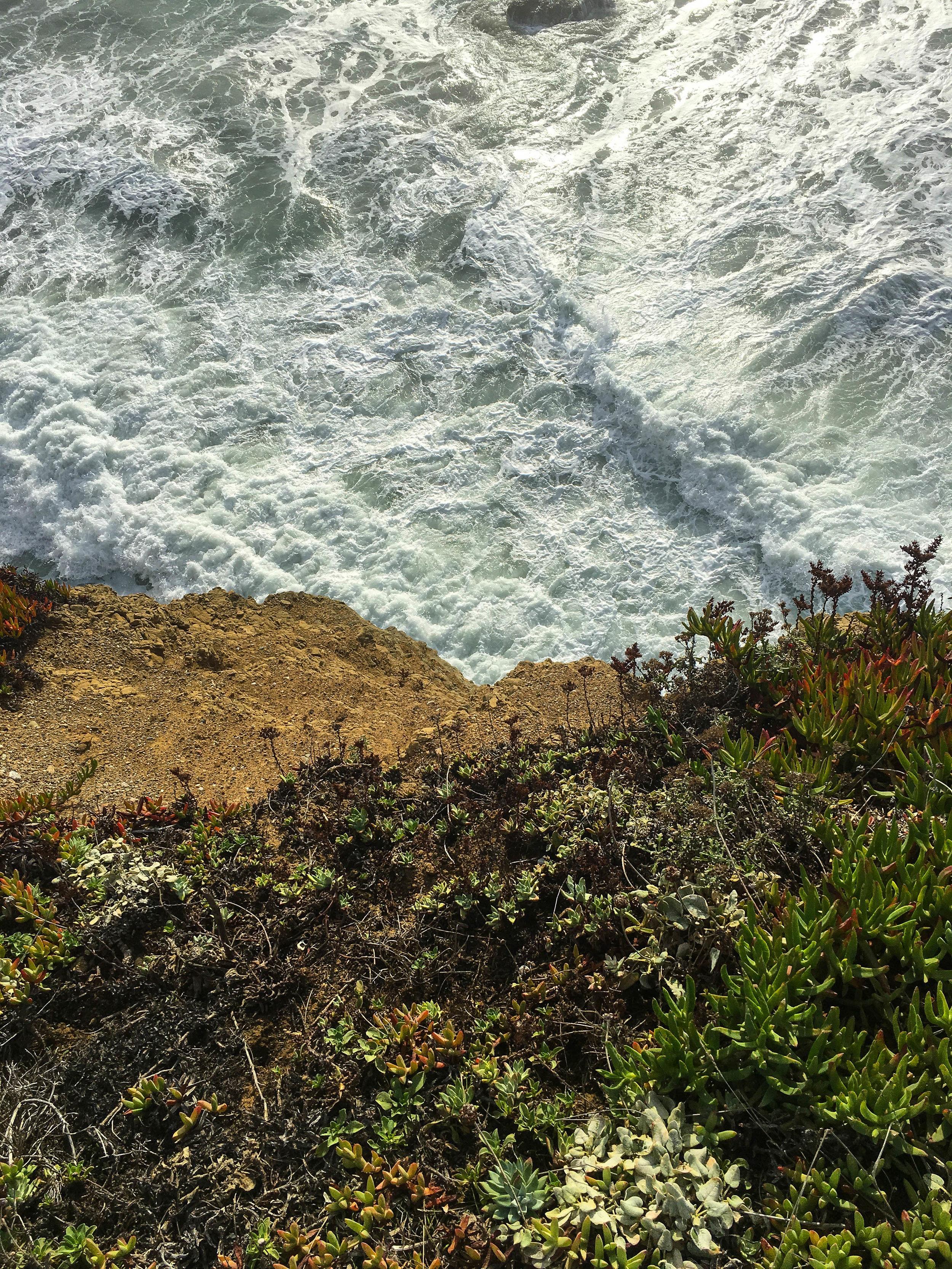 站在悬崖边缘……