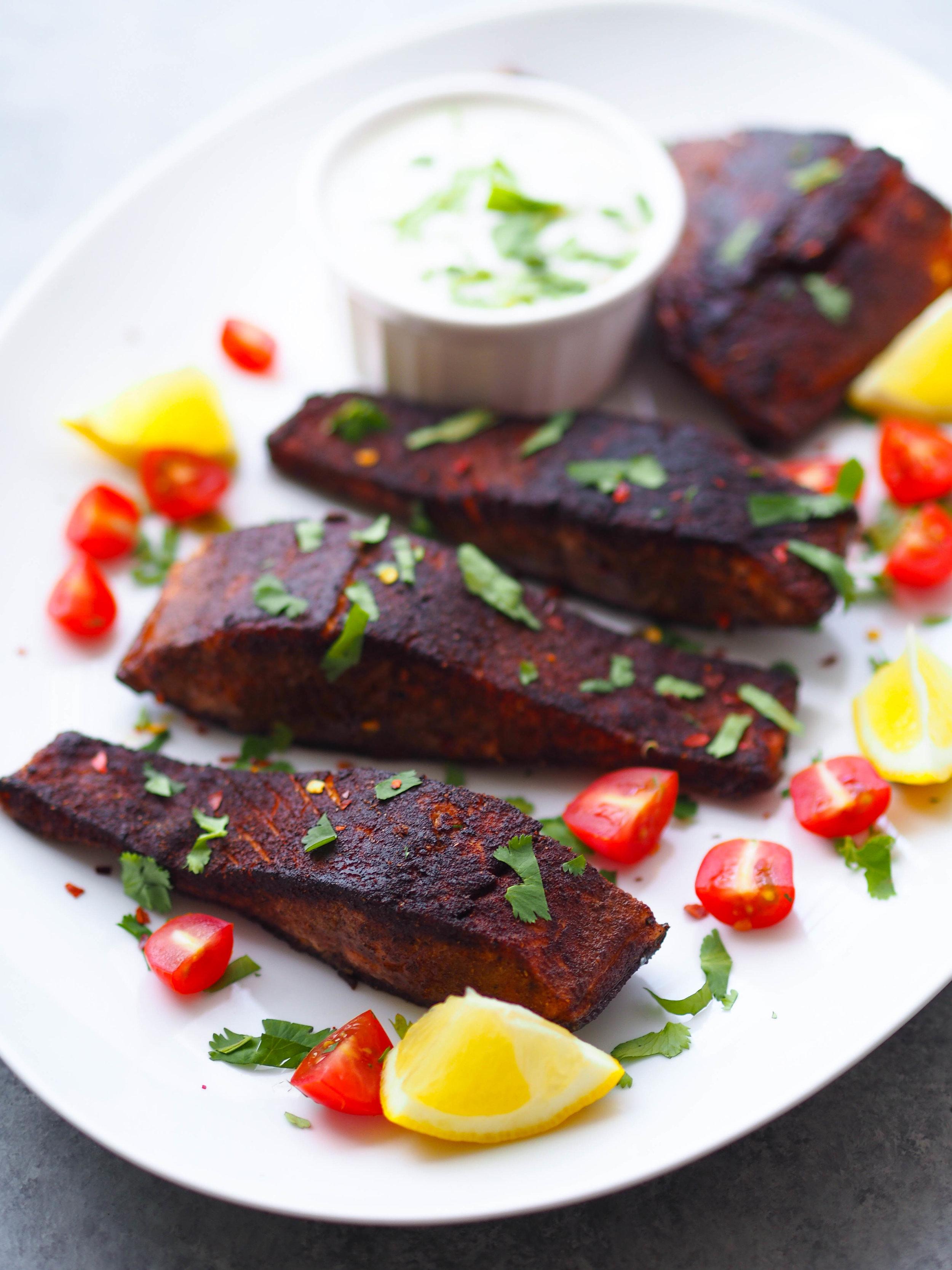 给我按摩,传统的美味的美味佳肴,这类美味的番茄沙拉,美味的素食食谱