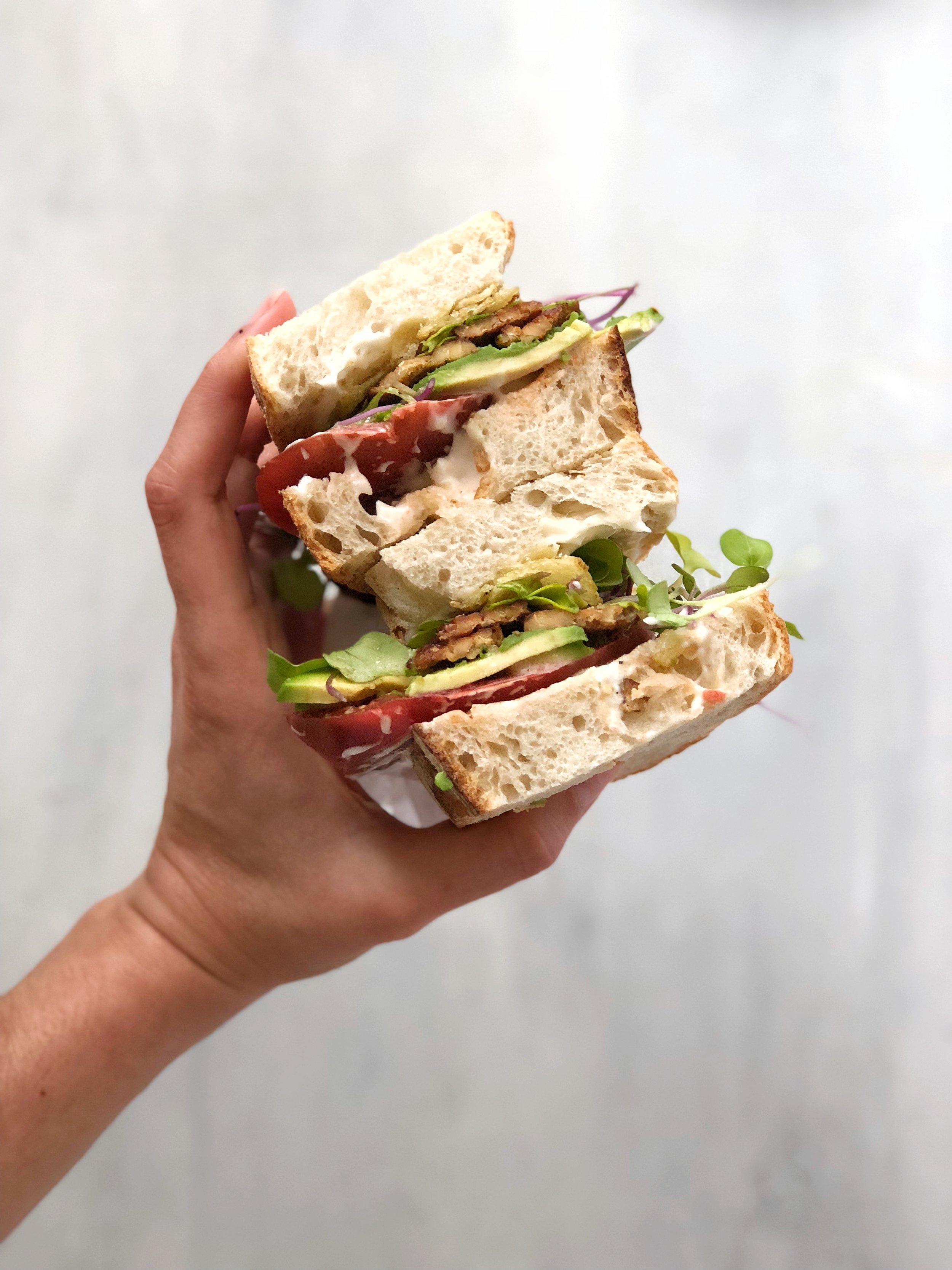 Heirloom Tomato Tempeh TBLTA! Make this easy vegan sandwich for summer! #vegan #sandwich #summerrecipe #easy #BLT