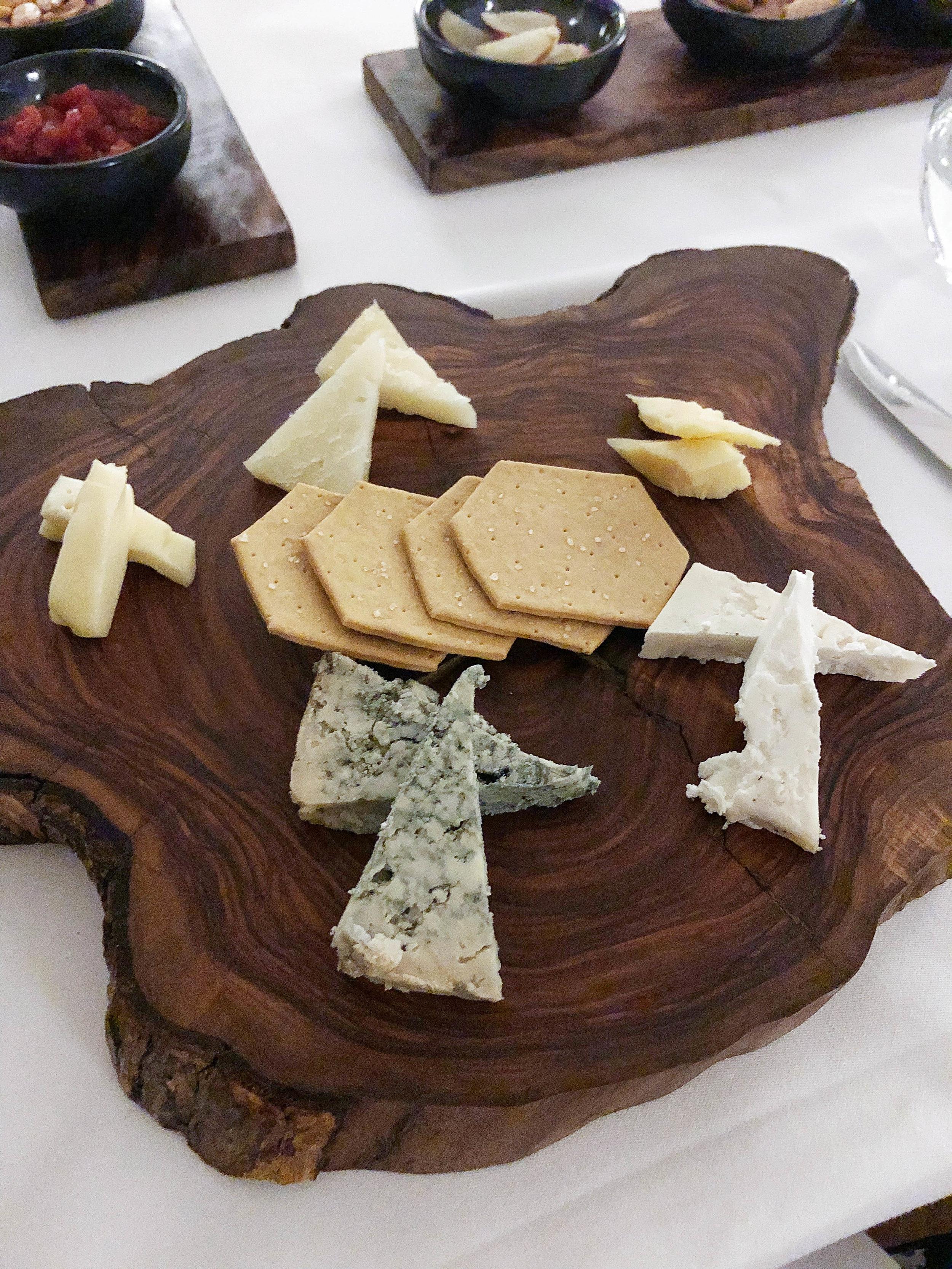 奶酪。开始拿着这个小东西。
