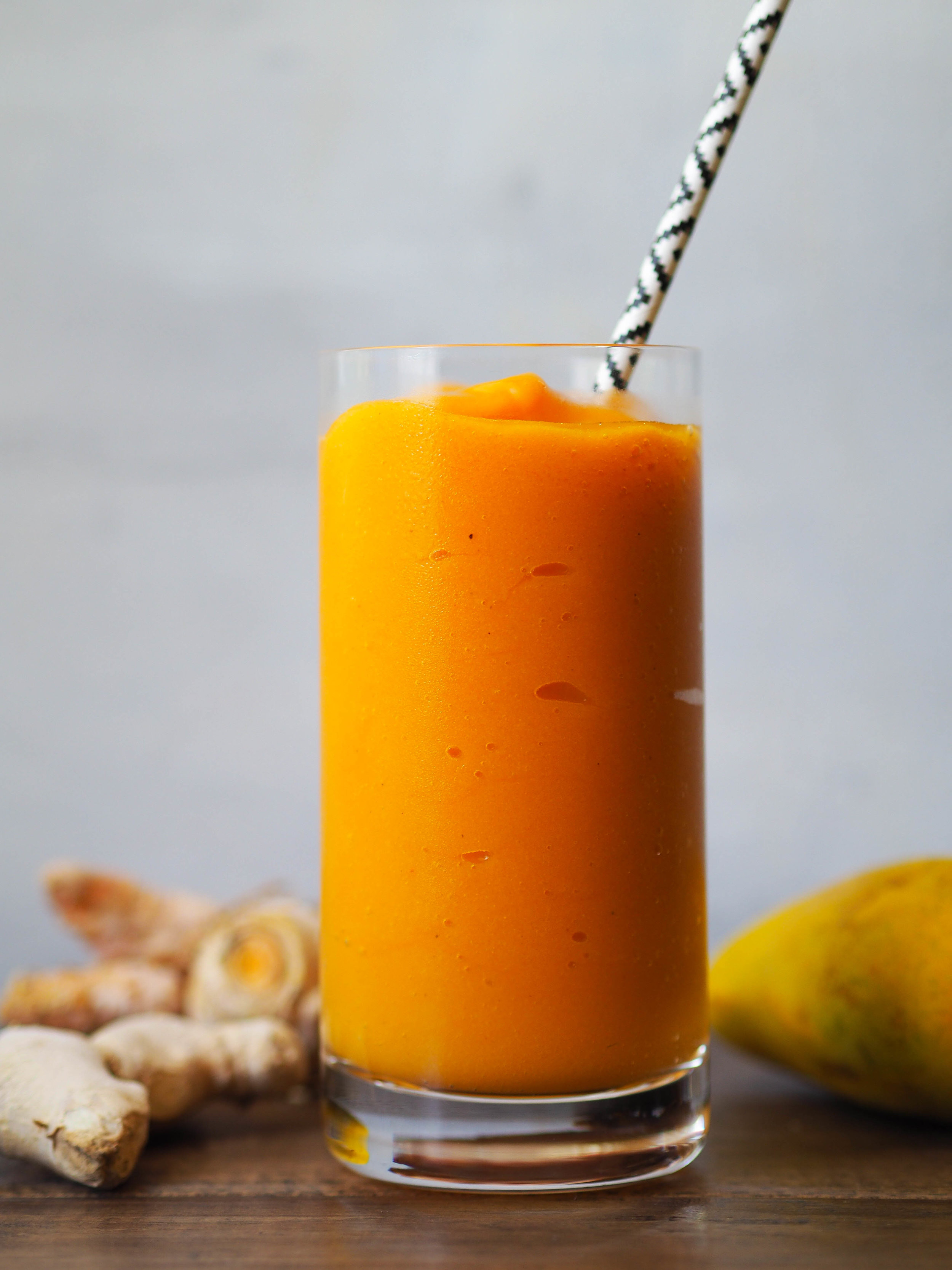 This turmeric mango smoothie is creamy and refreshing! Blended with coconut water so it's extra hydrating! #summer #smoothie #mango #turmeric #healthyrecipe #vegan #vegetarian