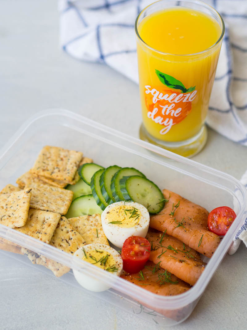 Smoked salmon breakfast snack plate is the perfect breakfast on the go! #snackplate #healthy #smokedsalmon #breakfast