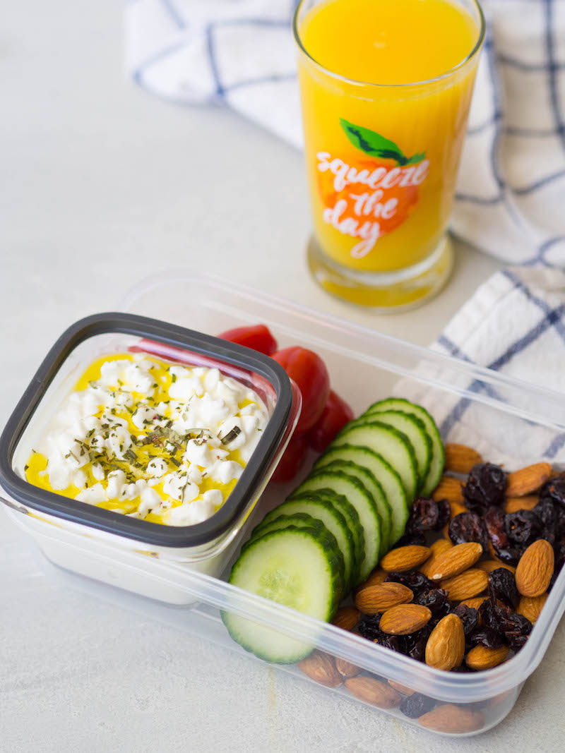 Cottage cheese breakfast plate is an easy grab and go breakfast! #breakfast #snackplate #cottagecheese #healthy
