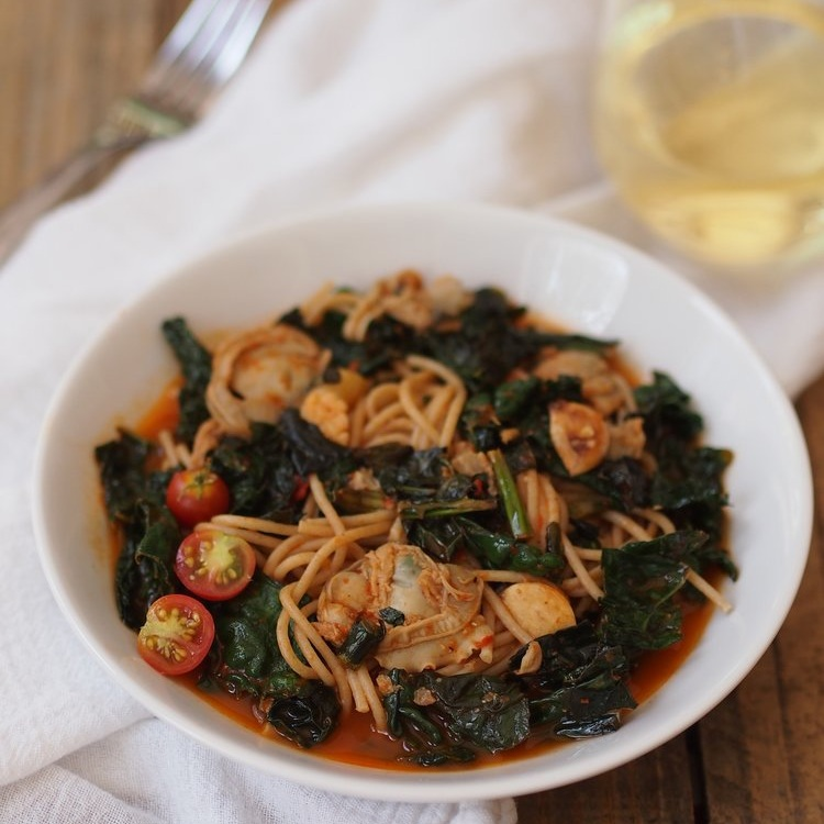 Spaghetti with Kale and Roasted Red Pepper Clam Sauce