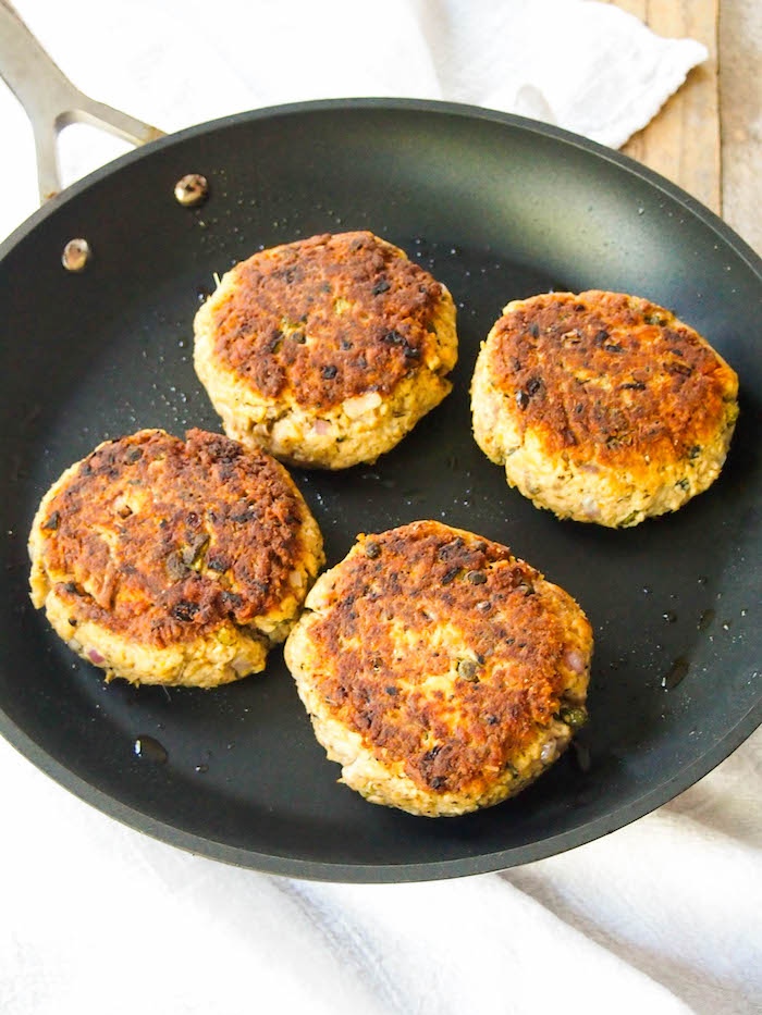 Easy salmon patties with creamy yogurt-dill sauce! #salmon #cannedfish #easyrecipe #salmonburger #healthyrecipe
