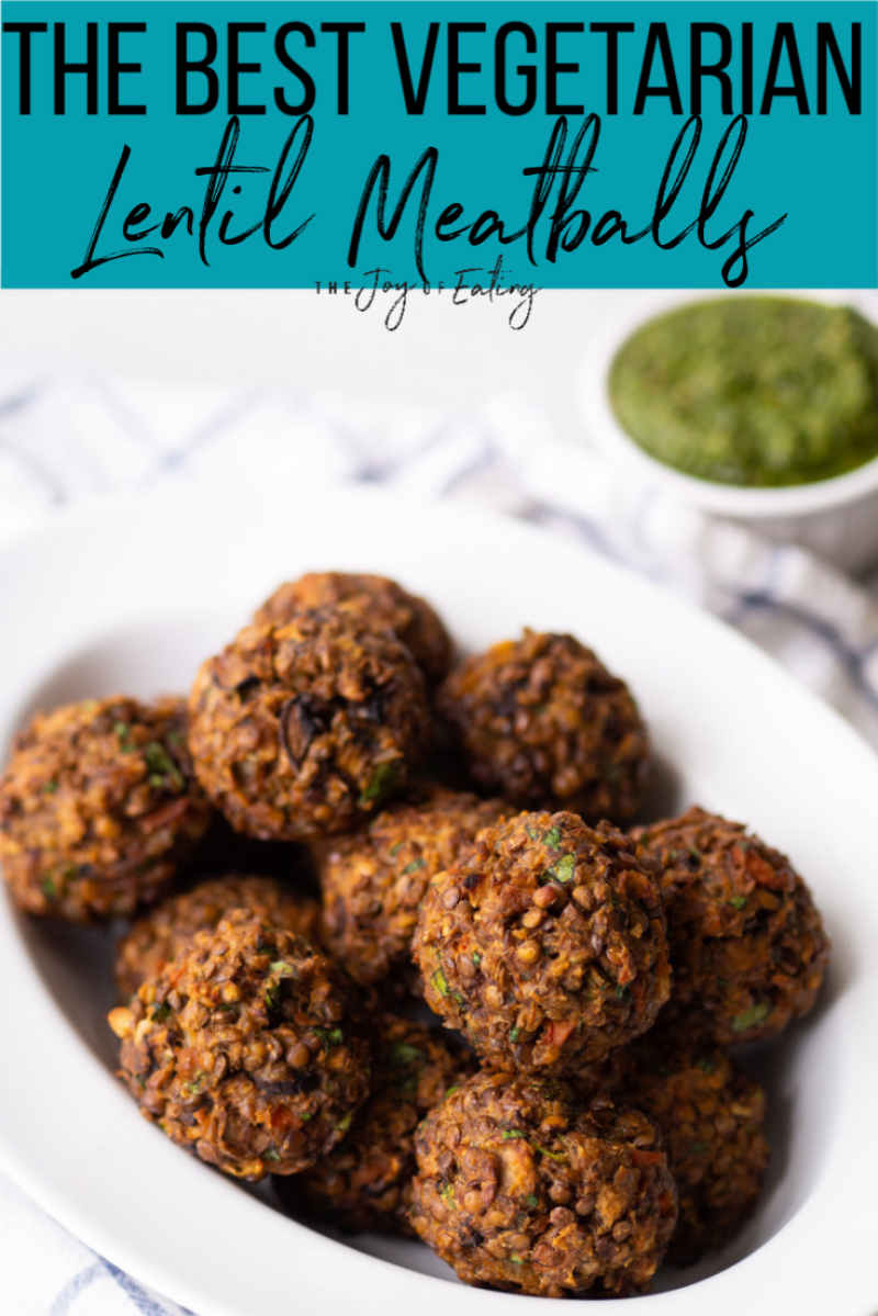The best vegetarian lentil meatballs are the perfect addition to your regular pasta dish! Serve them with your favorite marinara sauce or with a delicious pesto sauce and sauteed vegetables! #vegetarian #lentils #meatless #healthyrecipe