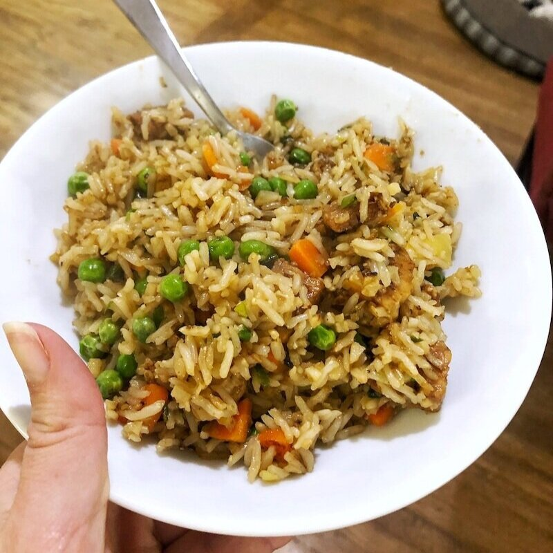 米饭和米饭在一起,用胡萝卜,胡萝卜,胡萝卜,胡萝卜,用洋葱和米饭,吃橄榄油。