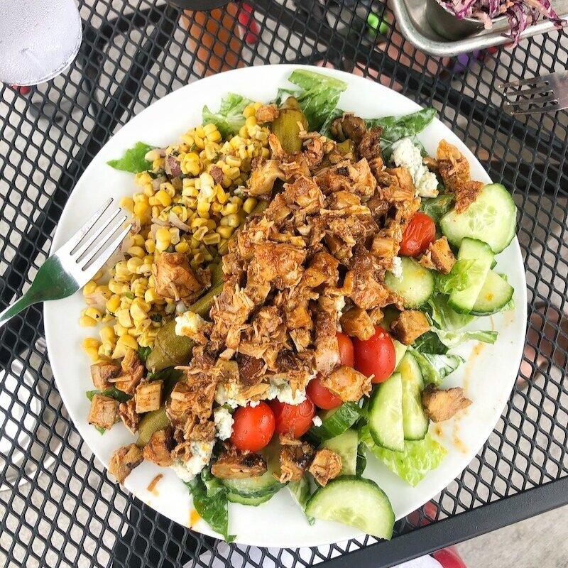 吃一顿饭,吃个食物,吃个鸡肉,吃点吃的食物,比如开胃菜,吃点胃口。