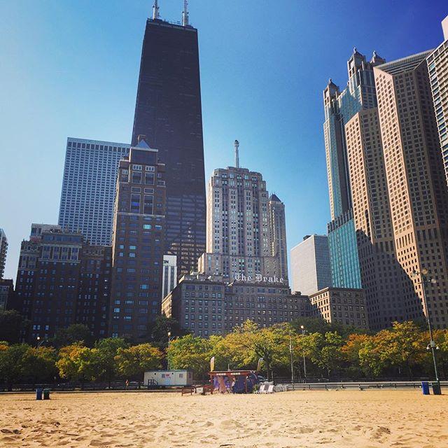 Blue skies and beach hangs in The Windy City ☀️🌊👙 • • • • • • • #chicago #chitown #thewindycity #beach #beachday #summer #bluesky #onboard #crewlife #cabincrew #cabincrewlife #britishairways #bacabincrew #travel #explore #wanderlust #wanderlustwednesday #layover #travelling #passport #travelgram #instapassport #instatravel #travelphotography #travelblogger #sheisnotlost #instadaily #potd #followmeto #oakstreetbeach