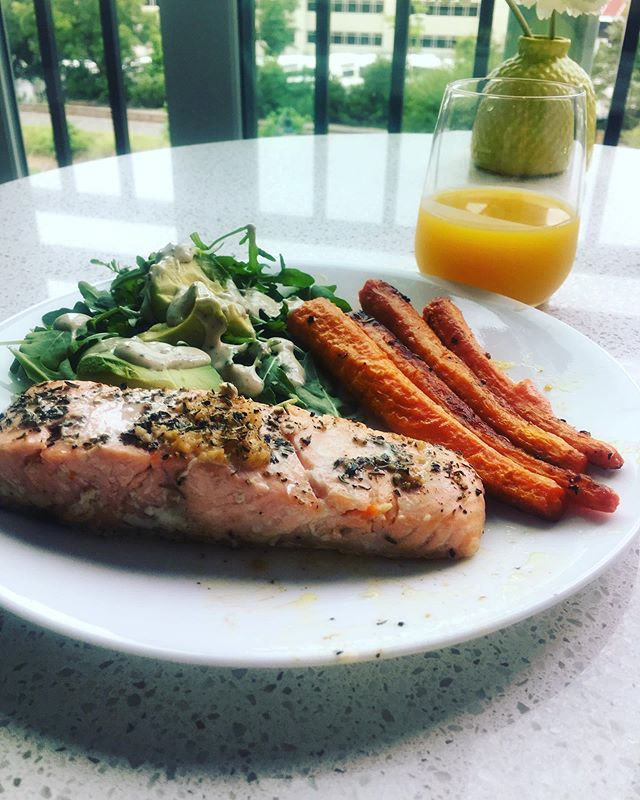 When you decide to cook yourself a simple but nice dinner 😋 Baked salmon with butter, lemon juice, pepper, and thyme.  Roasted carrots with a bunch of spices that I honestly cannot remember at this point (basically whatever smelled good to me at the time). Arugula salad with avocado and @primalkitchenfoods Avocado Ranch dressing.  Also, a side of kombucha because that is my current obsession. - What is your favorite simple but nice dinner that you cook for yourself? ⬇️ I need some recipe inspiration! . . . #easydinner #dinnertime #simplerecipes #foodie #foodphotography #allfoodsfit #kombucha